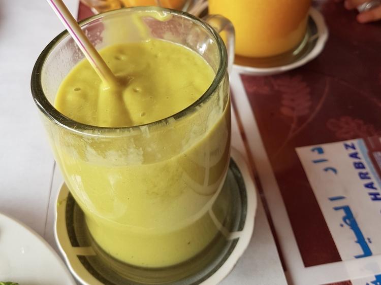 Suco de abacate com laranja