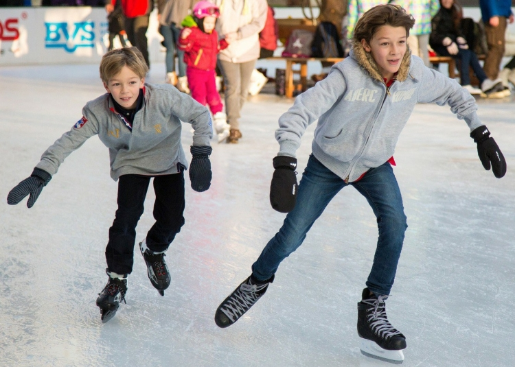 ice-skating-235547_1920.jpg